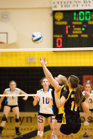 Hutch Volleyball vs LeSuer Henderson